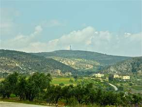 Ein Yanoun, with settlements on hillsides