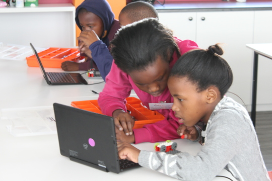 Phatokuhle and Mbali programming their robot