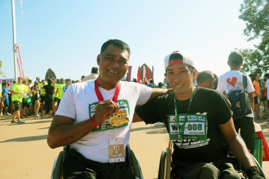 Sokun and the winner of the Wheelchair category