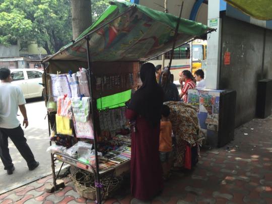 Nasima's busy roadside jewellery business