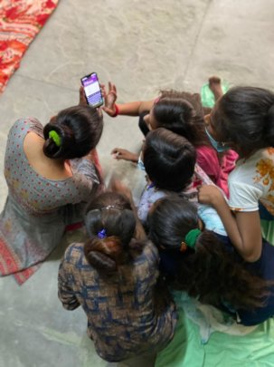 Engaging girls to use smartphones!