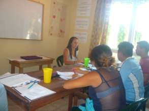 Seno Andrea teaching English