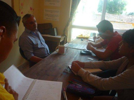 Profe Arturo teaching Spanish