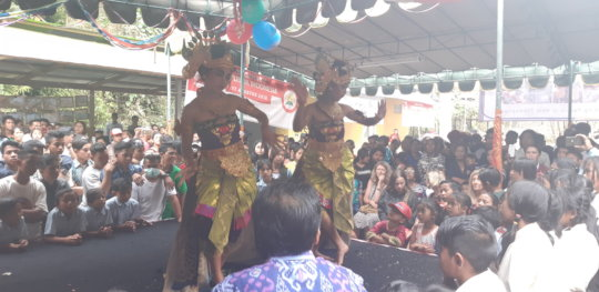 Dance performance for Independence Day celebration