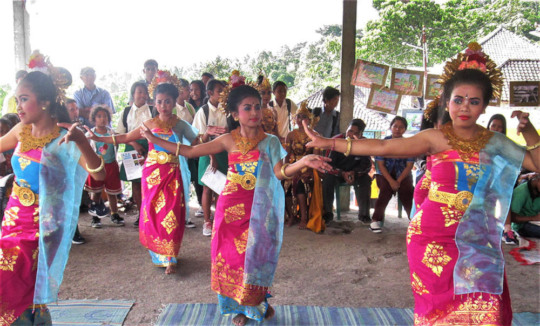 "Students perform Puspanjali -""Welcome Dance"""