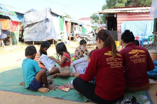 Mobile LIbrary team visits children