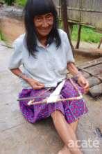 Juana Perez Chispi weaving a uitsun bracelet
