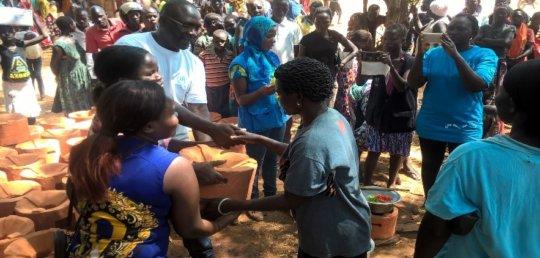 Lifeline/UNHCR distributing FES stoves to refugees