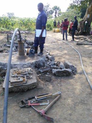 Testing the pump while repairing the Abatapo well