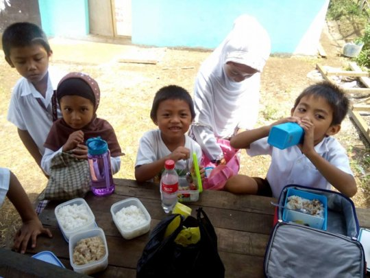 Moms make lunch for all children in the school