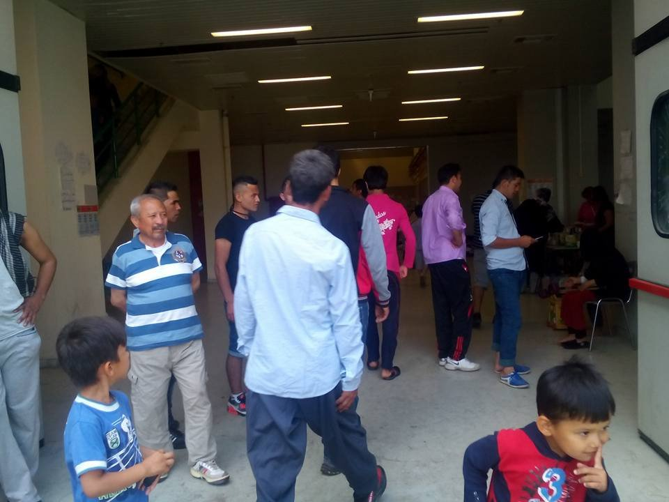 Refugees anticipating for our food distributions