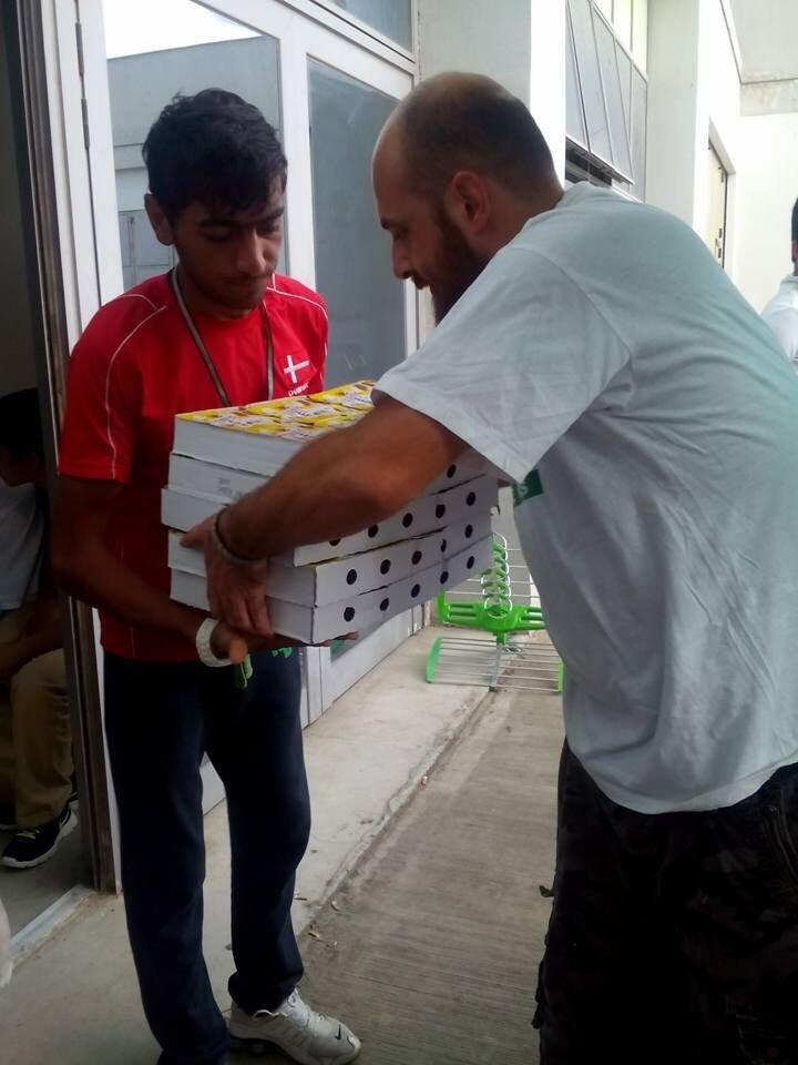 Refugee & Greek volunteers sharing the burden