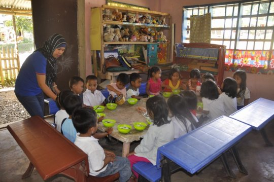 Kinder class served healthy lunch & clean water