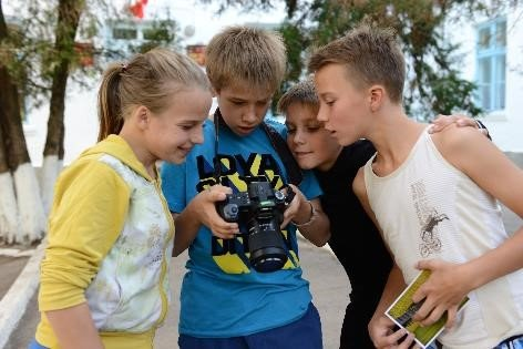 Empower Disadvantaged Children through Photograph