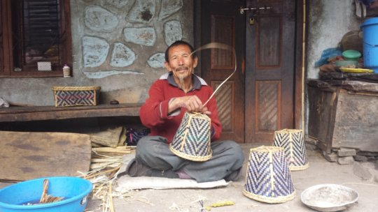 Pasang weaving baskets before the earthquakes