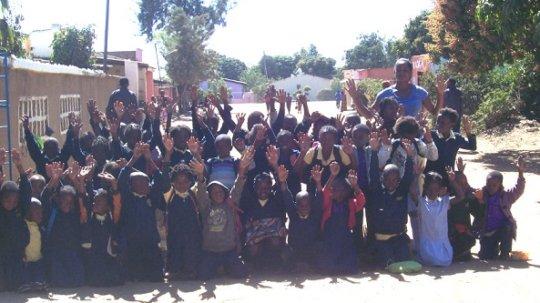 PIZZ Children waving