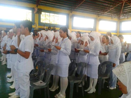 Sulu nursing graduates taking oath of service