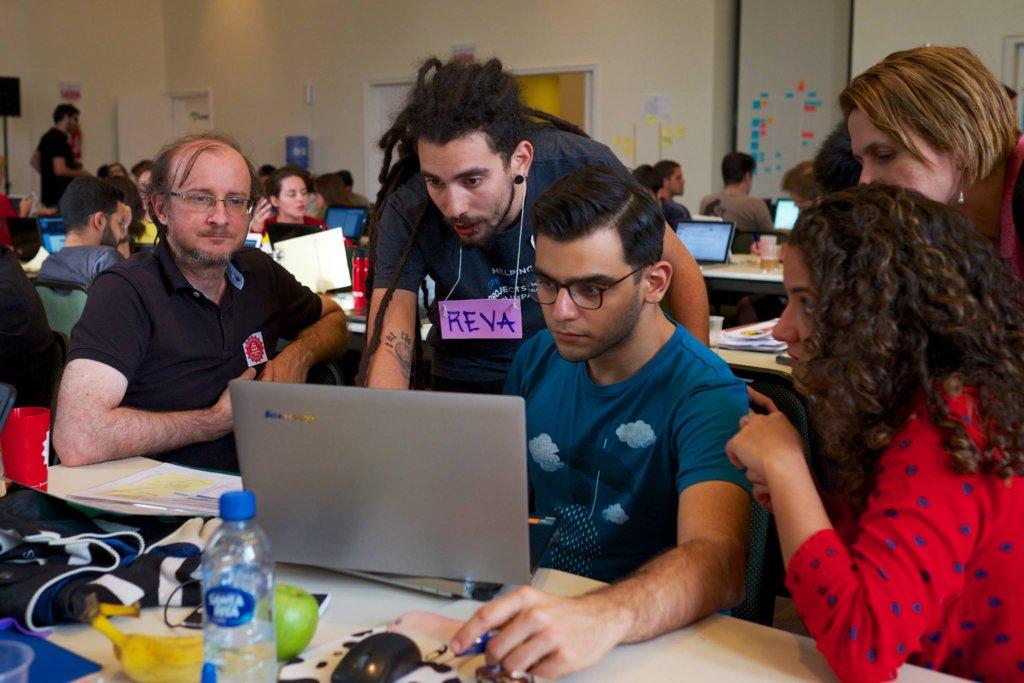 Support Over 100 Brazilian Social Innovators