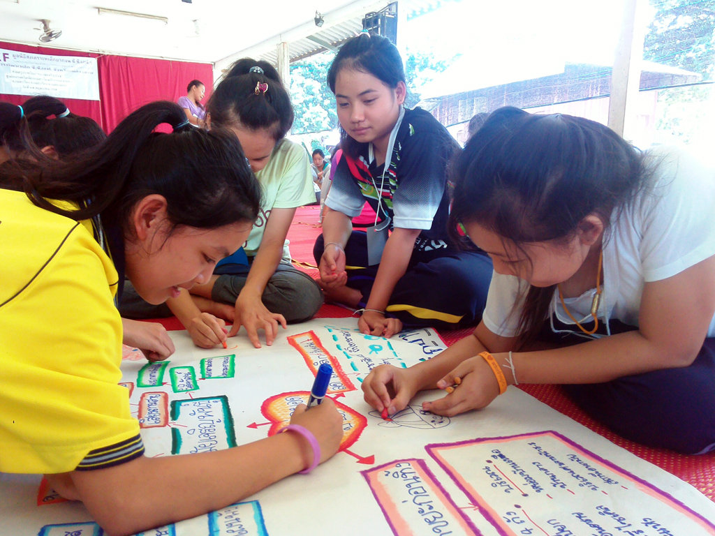 400 Youths Combat Teen Pregnancy in Thailand