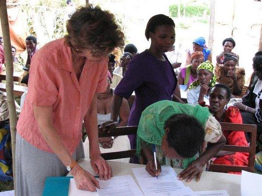 WMI borrower signing loan documents