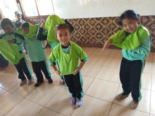 Putting on the school uniforms race