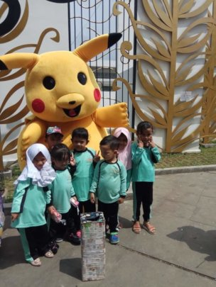 Pose with Pikachu (children favorite character)