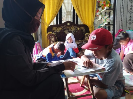 The tutoring session at the teacher's  house