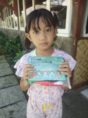 The student with a hygiene kits