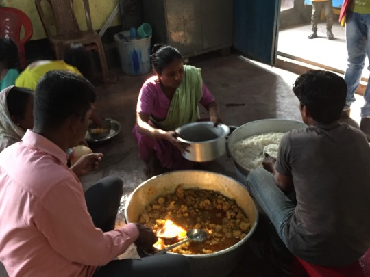 Distributing food in the heart of Topsia