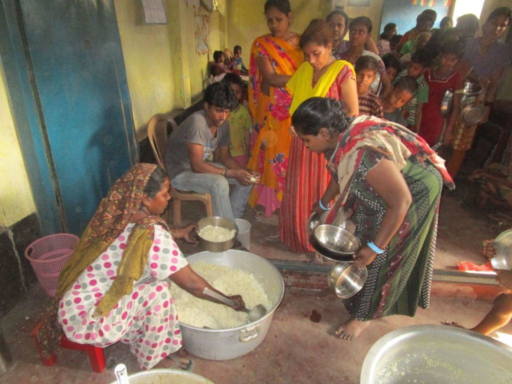 Food and Medicine for 450 Ragpickers in India