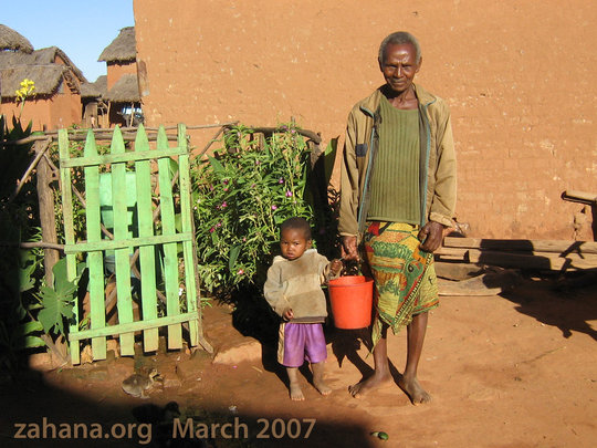 Fiadanana's traditional healer with granddaughter