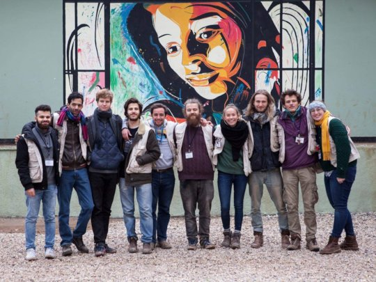 Echo100Plus Volunteers in front of the warehouse