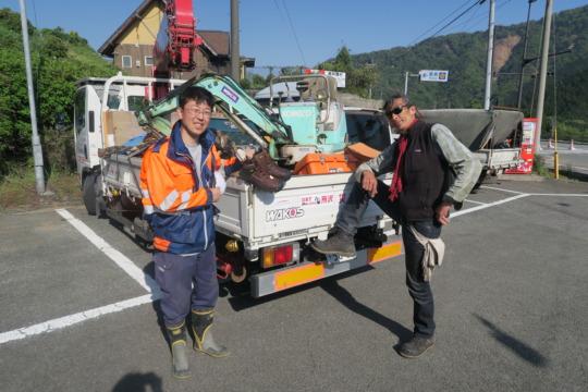 Volunteer gents and heavy equipment