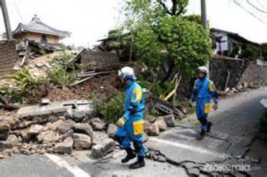 Rescue workers in Kumamoto