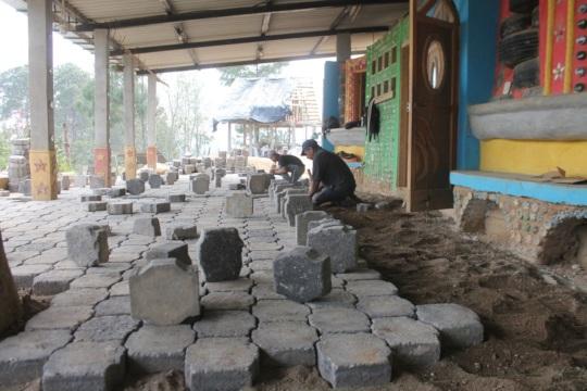 Reutilizing cobble stone to pave our school