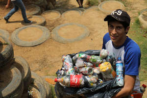 Students from Guate City donate bottles and time