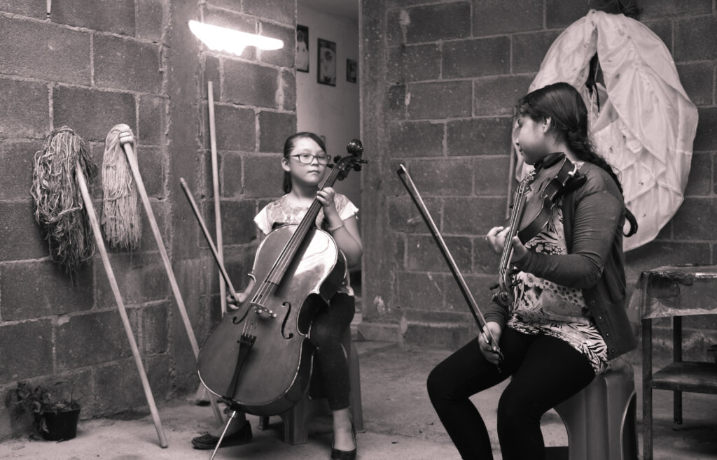 Change 900 mexican children's lives through music