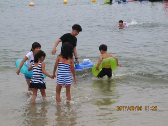 Picture 7: Enjoying swimming