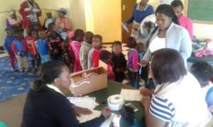 Nyaniso clinic attending to children