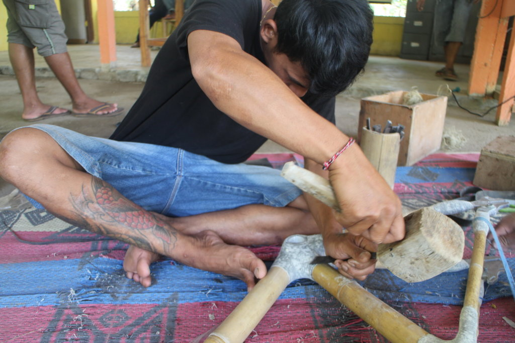 Our local artisan securing frame with niimble toes