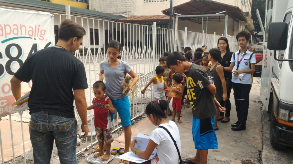 689ee22bfcc3 Youth advocates help treat wounded street kids