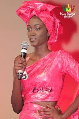 Ndeye Fatma gives a speech during Miss Senegal