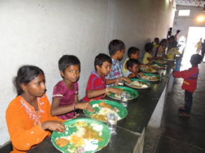 Children eatingmid-day meals