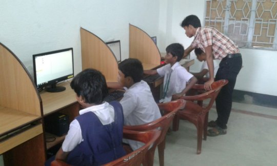 Students are attending computer class