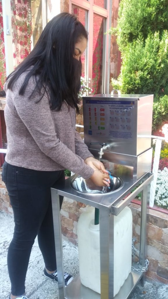 Juli uses a new public handwashing station from us
