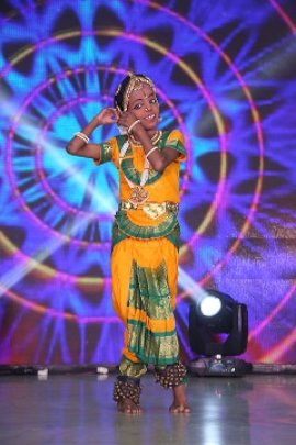 Shantha enchants the crowd!