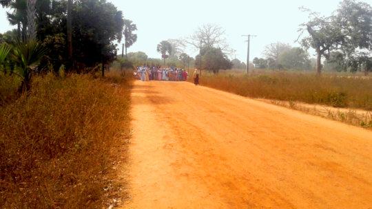 Women approach Djimande to lead the 12/28 rituals