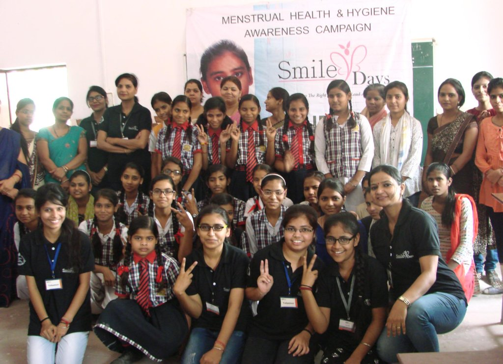 Girls & teachers during Smiley Days workshop