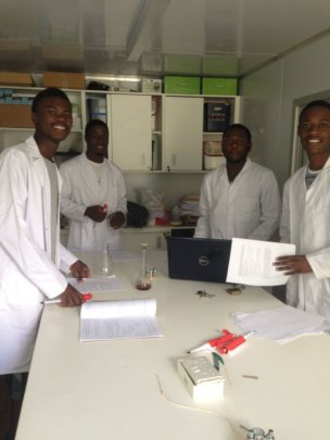 Past Mak Students writing the draft experiments up