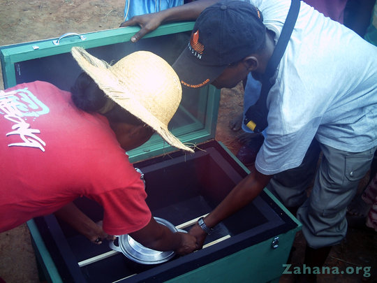 teaching the teacher how to use the solar cooker